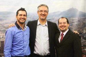 Vice-presidente do Secor, Luciano Rodrigues, prefeito Jorge Lapas, e o apresentador do programa, Jeferson Martinho