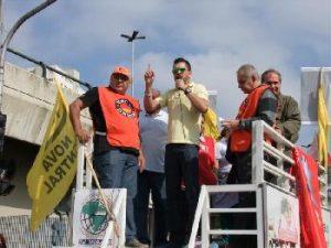 Vice-presidente do Secor, Luciano Rodrigues, durante passeata