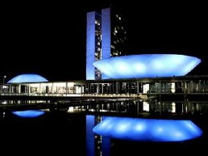 Congresso iluminado de azul para campanha que visa conscientizar homens a fazer o diagnóstico precoce de câncer de próstata/ Foto: Vianey Bentes/TV Globo