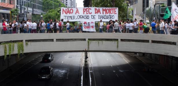 Em São Paulo, manifestantes protestaram contra a PEC na avenida Paulista Crédito: Kevin David/A7 Press/Estadão Conteúdo