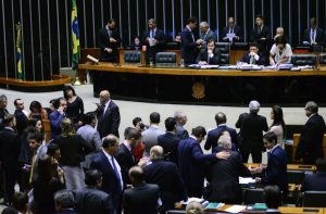 """O presidente da Câmara, Rodrigo Maia (DEM-RJ), se disse """"confiante"""" para votar o PL 4.302 entre amanhã e quarta Foto: Nilson Bastian/Câmara dos Deputados"""