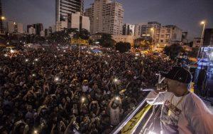 O músico Mano Brown encerrou o ato em São Paulo TODAS AS FOTOS POR COLETIVO DIRETAS JÁ